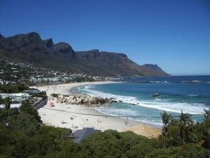 Cae_Town_2009-Camps_Bay_Beach-3000000013384-500x375